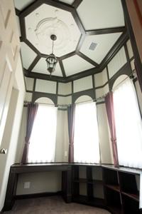 室内のコンセプトは日本の洋館。愛知県の明治村を参考にしたという