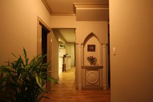 壁はドライウォールを採用。メンテナンス及び防火性・気密性に優れ、照明光がやわらかく反射する