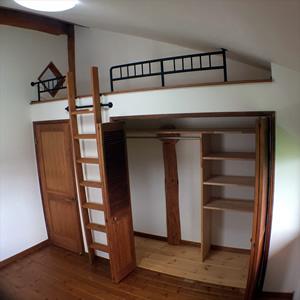 2階の個室。ロフトの下にウォークインクローゼットを設けて、スペースを効率よく活用