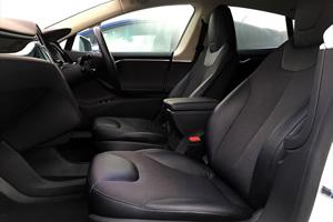 シックで高級感のある車内空間