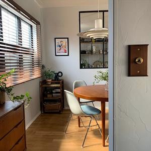 ダイニングのテーブルは、デンマークの巨匠、カイ・クリスチャンセンのエクステンションダイニングテーブル