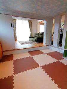 中2階下のキッズルーム。床を20cm掘り下げて、天井高を160cmにすることで、圧迫感を減らしている