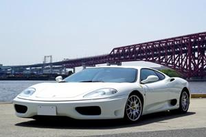愛車の2002年式フェラーリ360モデナ。学生時代から憧れ続けてきた名車
