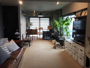 キャプション:キッチンから見渡せるキッズスペースは、暮らし方に合わせて活用できる