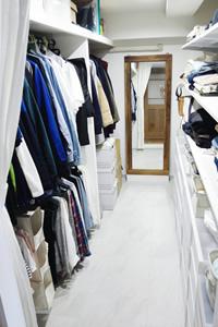 ウォーク・イン・クローゼットを拡張し、家族全員の洋服が1カ所で収納でき、非常に便利
