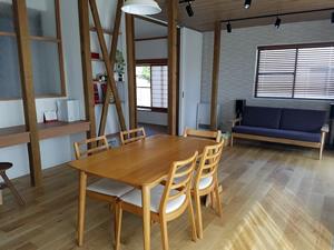 リビングの隣にあった和室とつなげることで、約23畳のリビングダイニングに